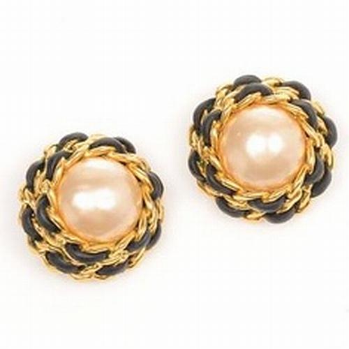 Chanel stud pearl earrings