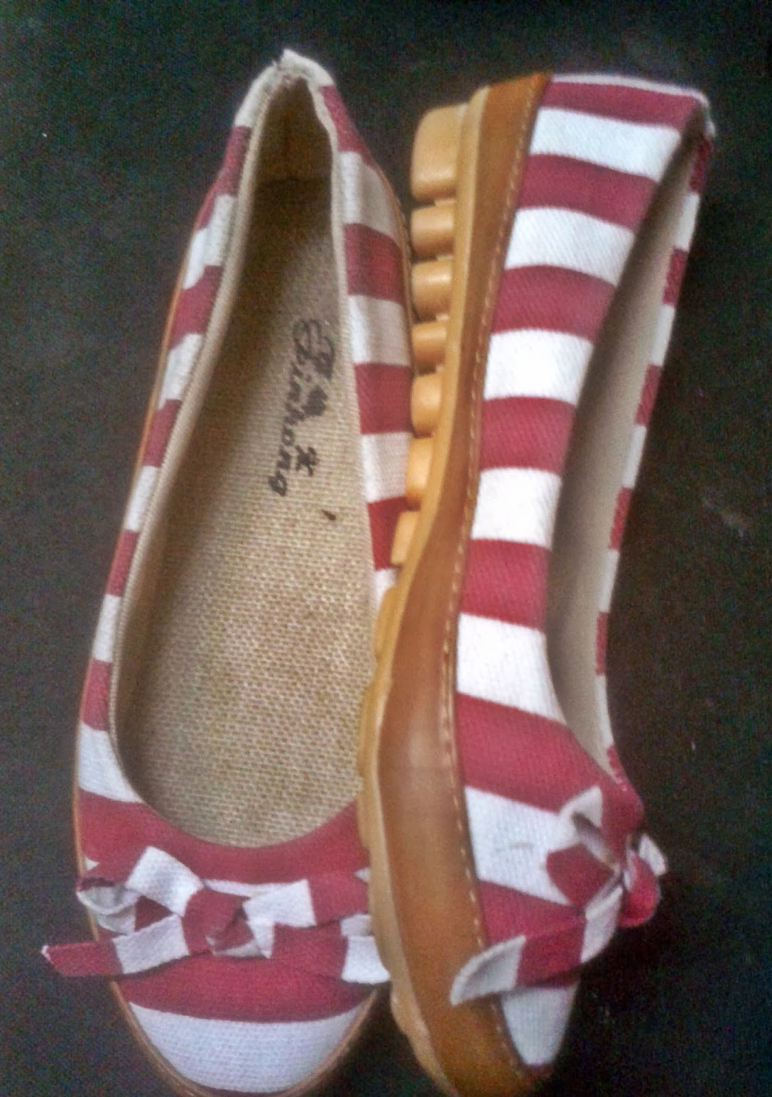 mumbai street shopping, what to buy in bandra, what to buy on hill road, shoes, street shopping, red and white stripes