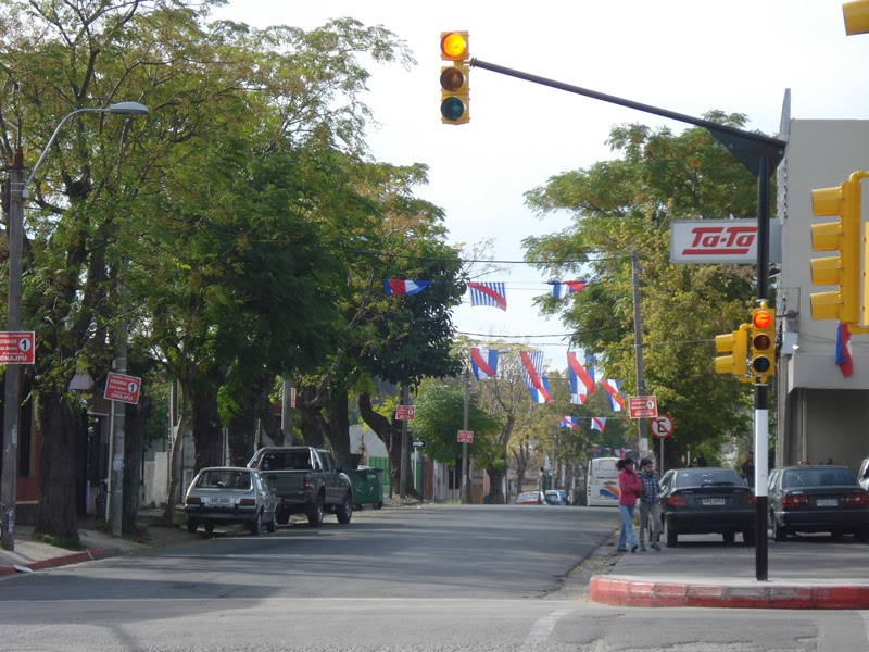 Pintando el uruguay bicentenario muchas banderas en las - Baneras de piedra ...