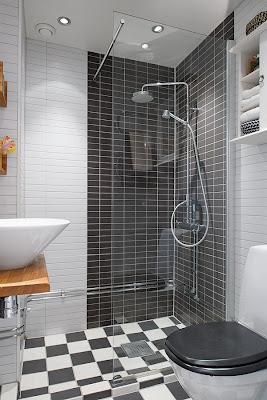 mendesain kamar mandi sempit agar terlihat luas