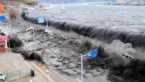 http://3.bp.blogspot.com/-7i6Z1nXGpgc/TYg8GT6r3qI/AAAAAAAAWJ0/R-JHhtt8kqo/s1600/Tsunami%2BJapao%2B2011.jpg
