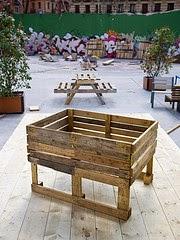 varios planos para construir una jardinera un semillero o una silla con palets
