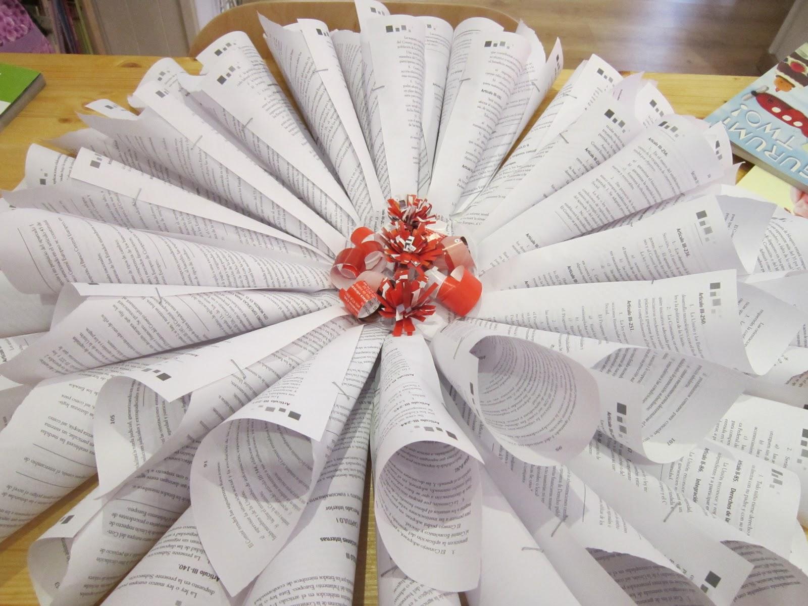 Reciclado artesanal for Puertas decoradas navidad material reciclable