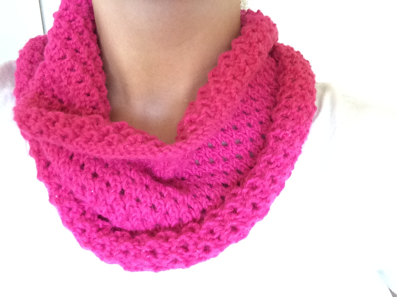 SaraMarieCreations: FO - and Free Pattern! Eyelet Cowl in Hot Pink Sparkle