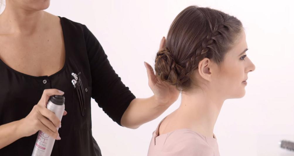 O Penteado Chignon Entrelaçado: Passo a Passo