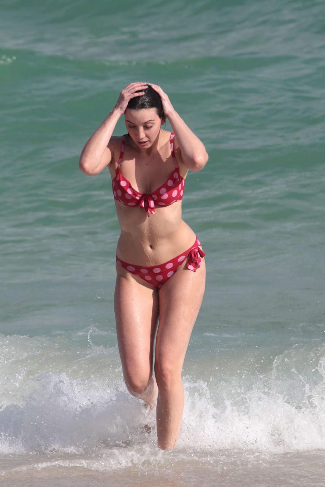 Daisy Lowe in Bikini on Miami Beach - Photo Daisy Lowe 2016