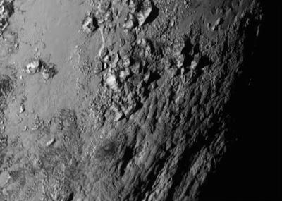 Снимок крупным планом  области около экватора Плутона