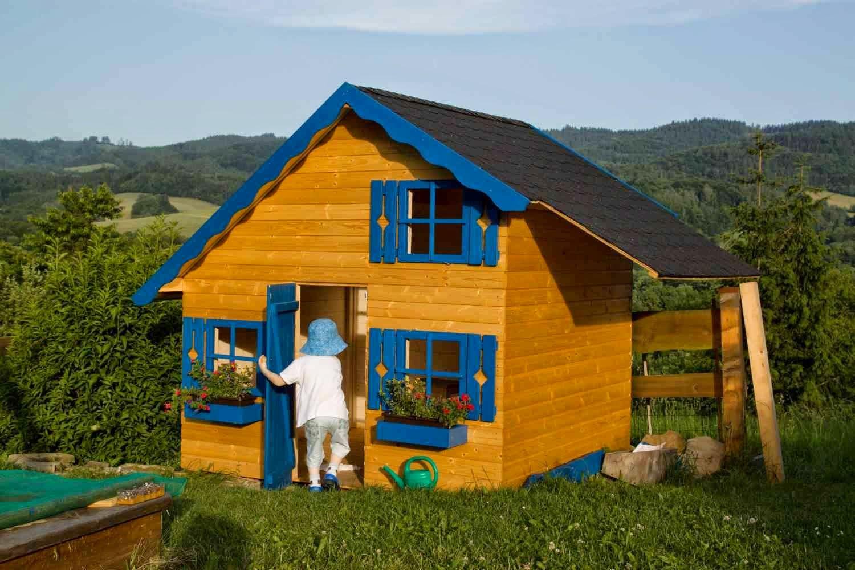 natírání dětského domečku