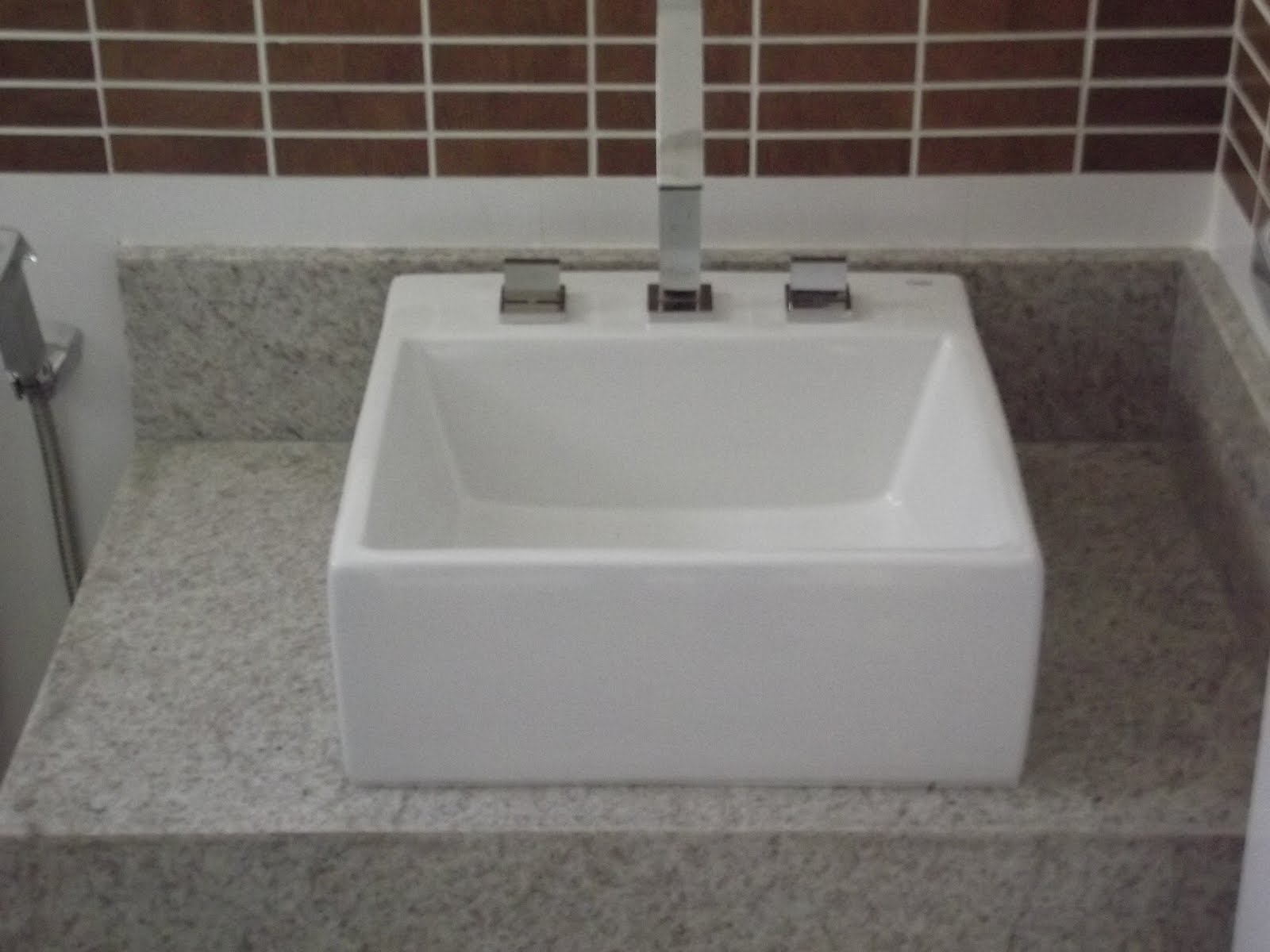 Nicho de Banheiro em Granito Cacau Show #453732 1600x1200 Bancada Banheiro Branco Siena