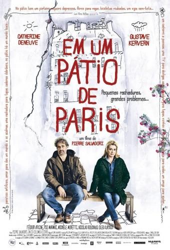 Em um Pátio de Paris Dublado