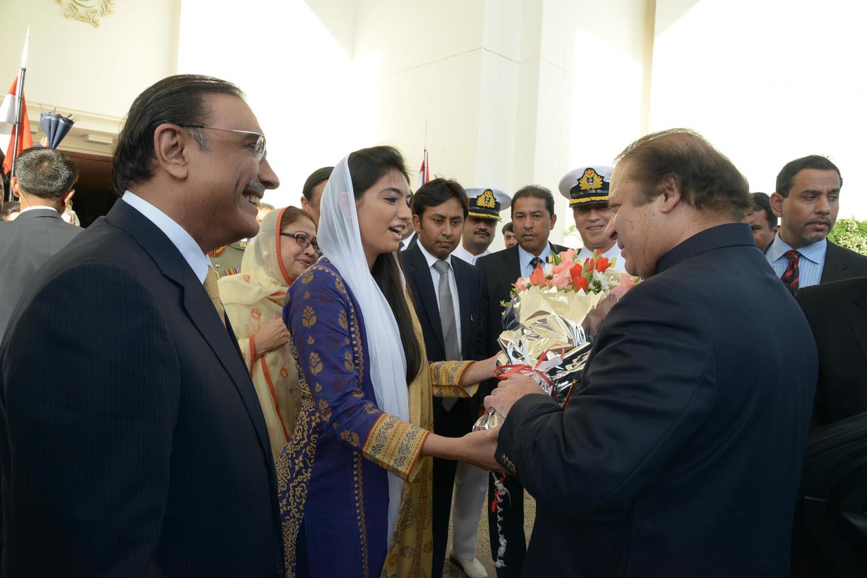 president pml n muhammad nawaz sharif recieves a bouquet from asifa ...