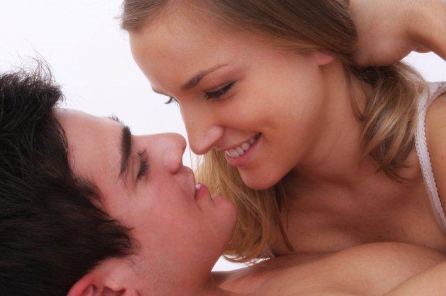 http://3.bp.blogspot.com/-7kjuzpF1vSQ/TwHOOf2rylI/AAAAAAAAAFQ/SGje1cOWxTg/s1600/Romantic+Couple.jpg