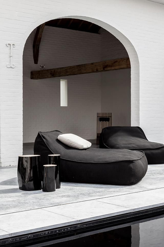 Arches and super cushy chaise longues |  Cafeine.be. Shot for Hvo