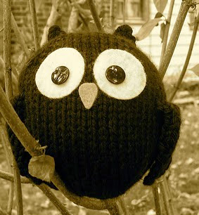 http://translate.google.es/translate?hl=es&sl=en&tl=es&u=http%3A%2F%2Fwww.justcraftyenough.com%2F2011%2F09%2Fproject-little-black-owl%2F