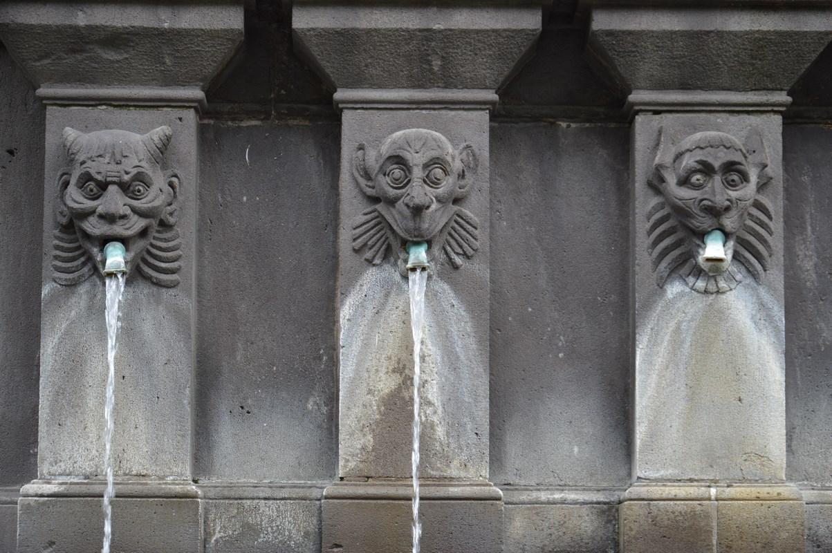 Fontaine Urbain II - Place des Victoires