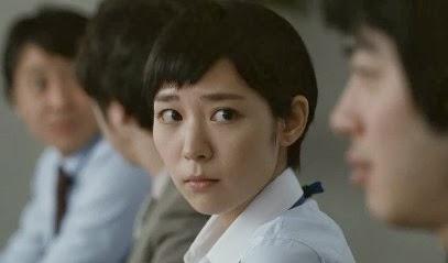 心配そうな表情の吉谷彩子
