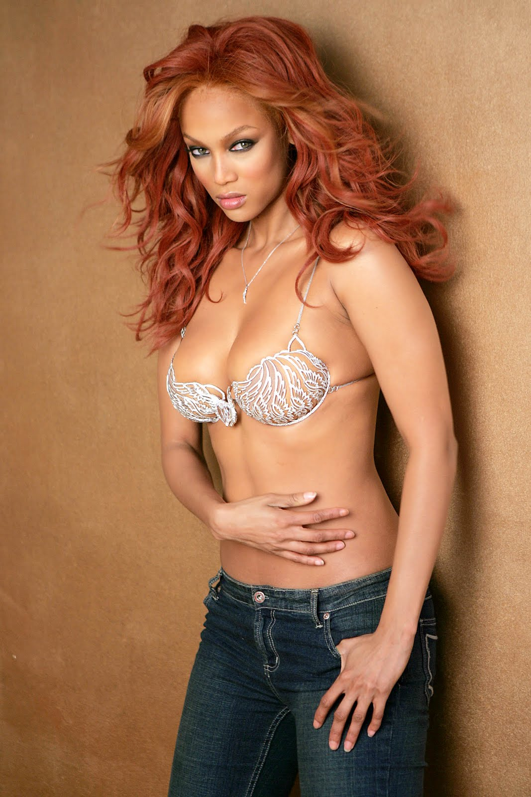 Tyra Banks - Undressing to show hot body in lingerie - YouTube