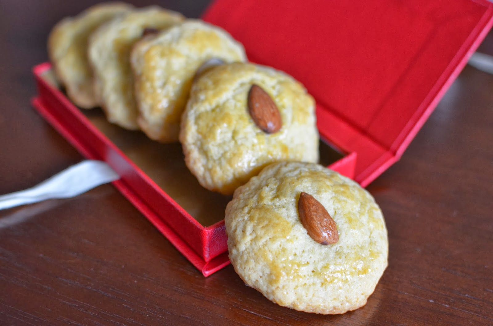 Playing with Flour: Chinese almond cookies
