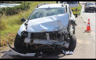 """Mais Acidente na """"BR-040"""", registrado no perímetro urbano da BR-040, em Carandaí. No final da manhã desta segunda-feira (27), no trevo que dá acesso ao bairro Crespo, duas carretas e um veículo de passeio se envolveram no acidente."""