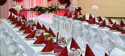 Decoraci n de mesas para fiestas parte 2 for Manteles mesas grandes