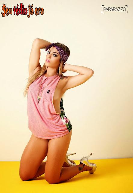 EX-BBB Monique Amim pelada no Paparazzo