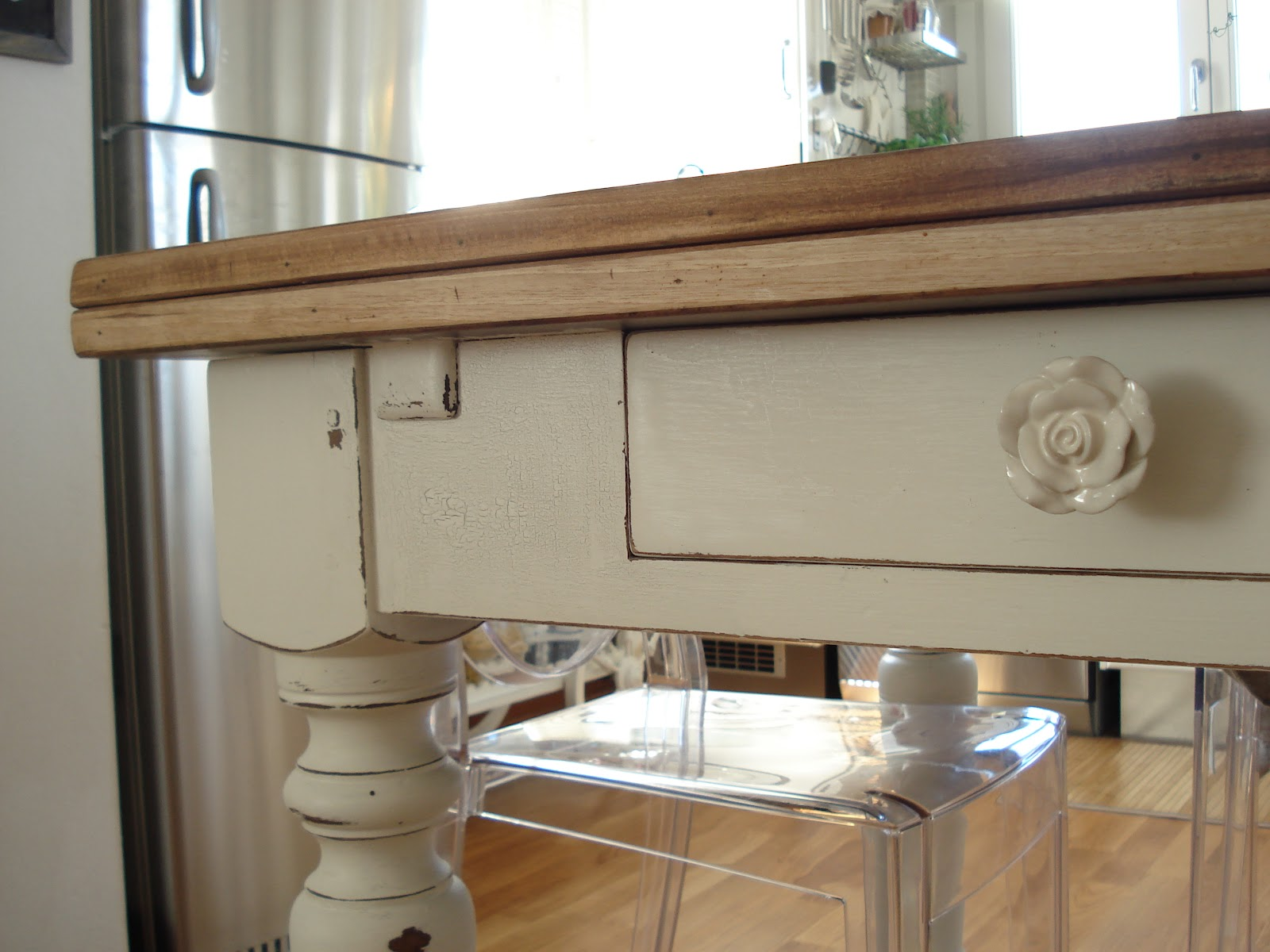 Mattonelle marroni con decori fiori oro - Tavolo maison du monde usato ...
