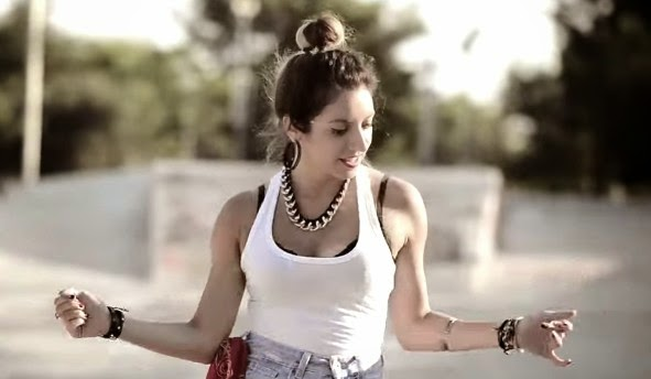 Και άλλο βίντεο με χορεύτρια που τα δίνει όλα στο...Tranquila [video]