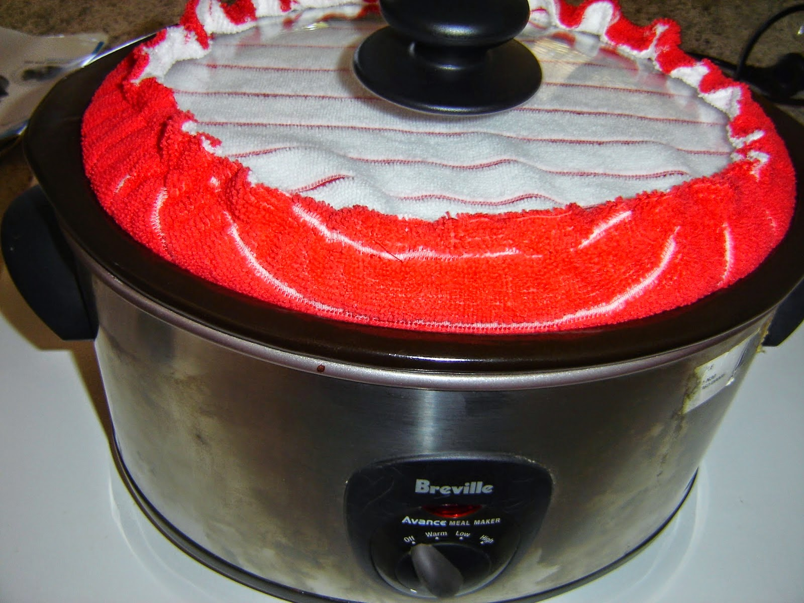 http://nannynotes2u.blogspot.com.au/2014/11/tutorial-slow-cooker-lid-cover.html