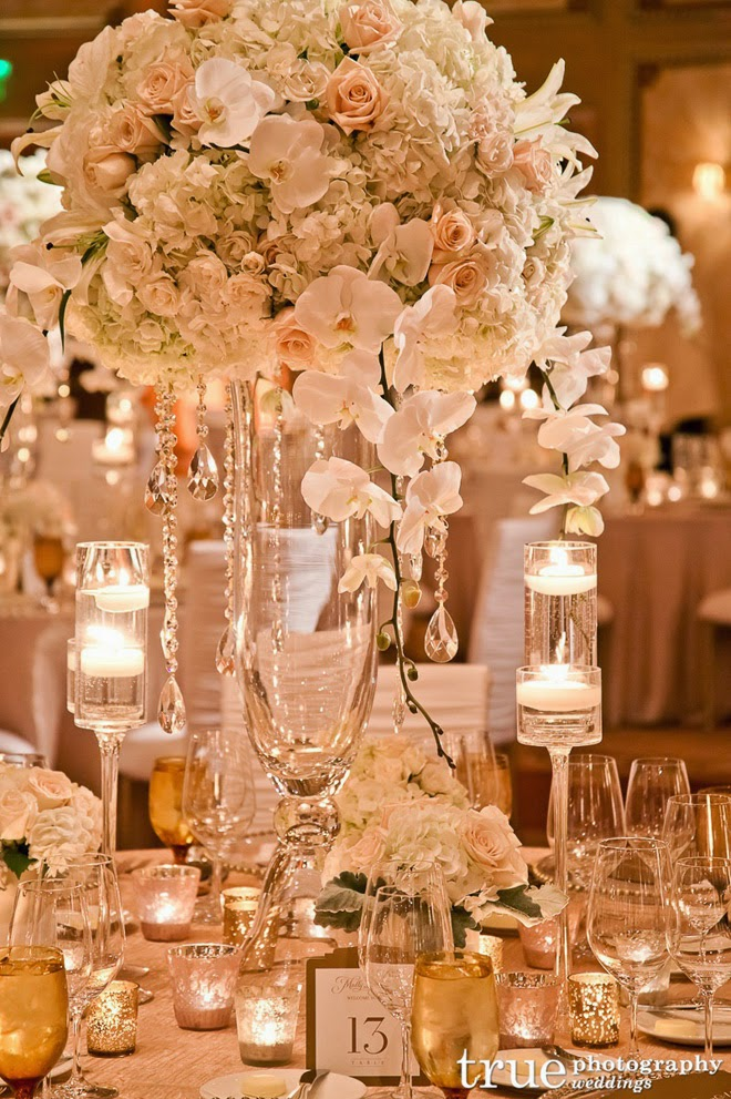 12 stunning wedding centerpieces 27th edition belle for Floral arrangements for wedding reception centerpieces
