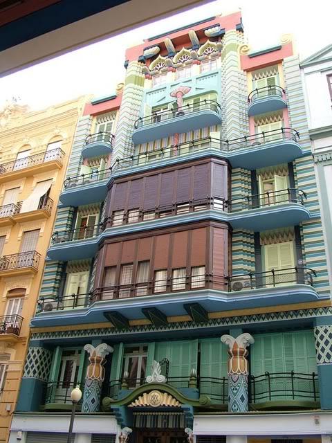 Arte y artificios un sue o de bolywood la delirante casa - La casa de la madera valencia ...