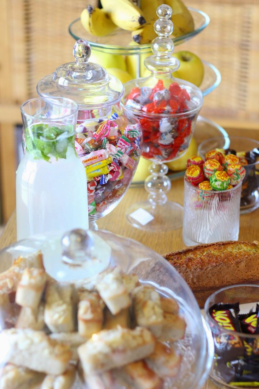 échange-découverte-papotage-goûter-citronade-cake-bonbon-financiers