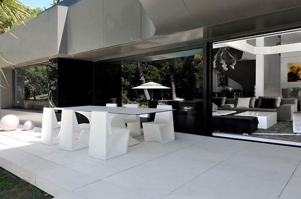 rumah futuristik kombinasi desain modern dan seni
