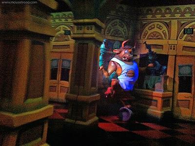 Roger Rabbit's Car Toon Spin Disneyland Bull China Shop