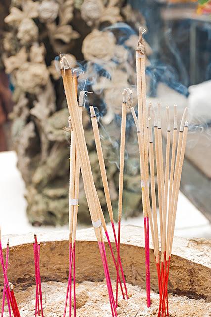 Buddyzm - Palenie kadzideł