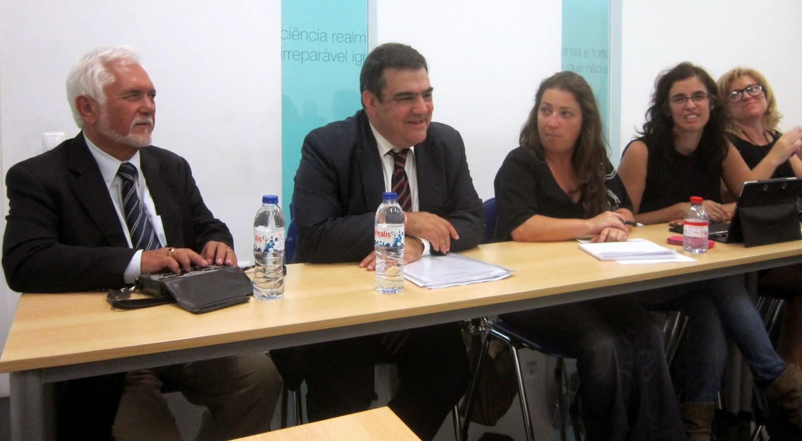 Fotografia onde se pode ver o Dr. José Serôdio, Presidente do INR, e outros participantes