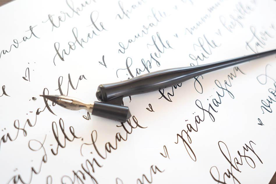 Haluatko oppia modernia kalligrafiaa helposti, kotona?