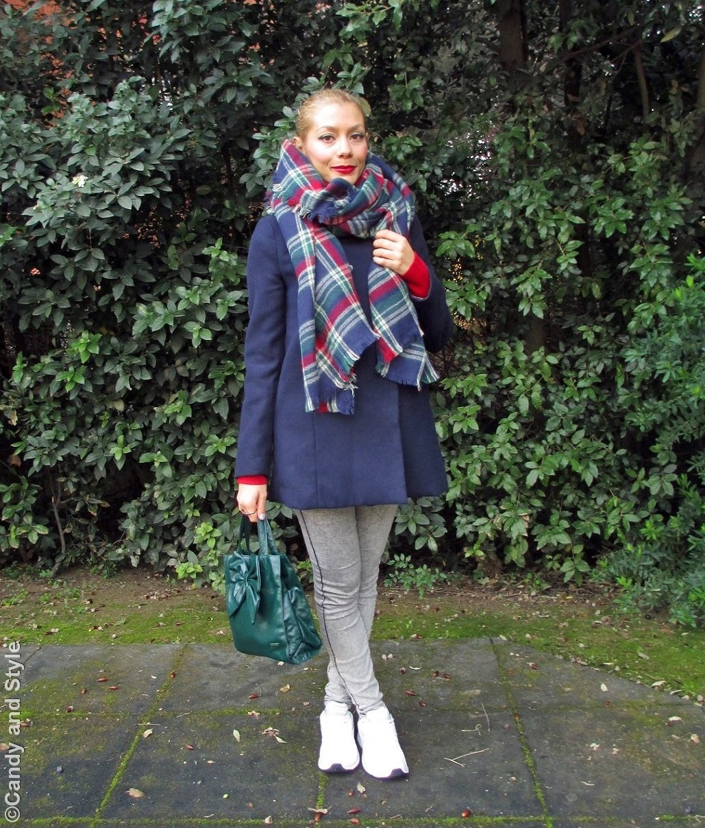Sporty Chic - Oversized Plaid Scarf+Jeggings+Trainers