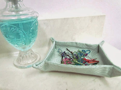 DIY Caddy, DIY tray, fabric tray, fabric organizer, easy organizer, easy sewing
