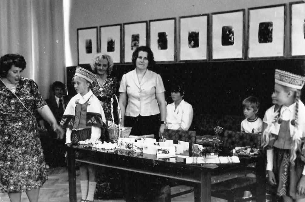 Bērnības svētki Valles ciema padomes laulību zālē 1980-to gadu otrā puse