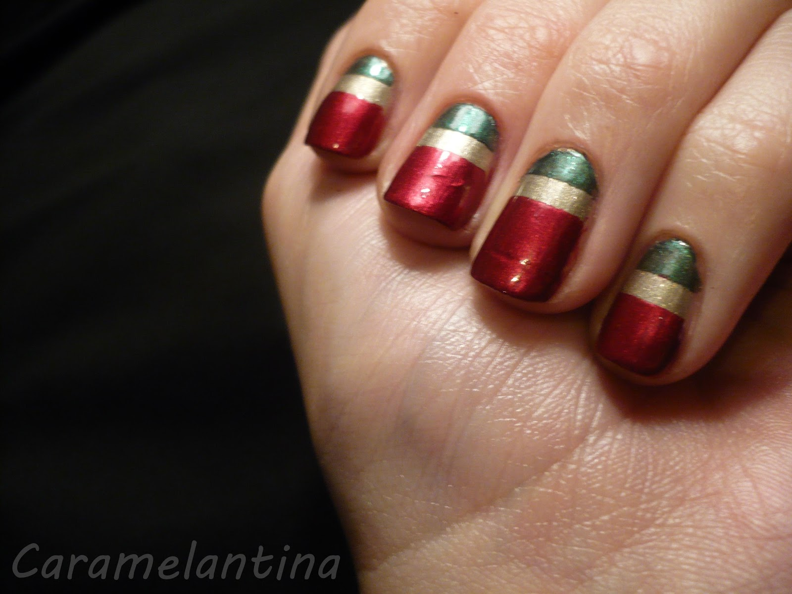 Manicuría navidad ideas, nail art, rojo verde dorado