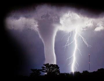 Gambar Tornado Awan Petir Foto Fenomena Alam Angin Topan Dahsyat