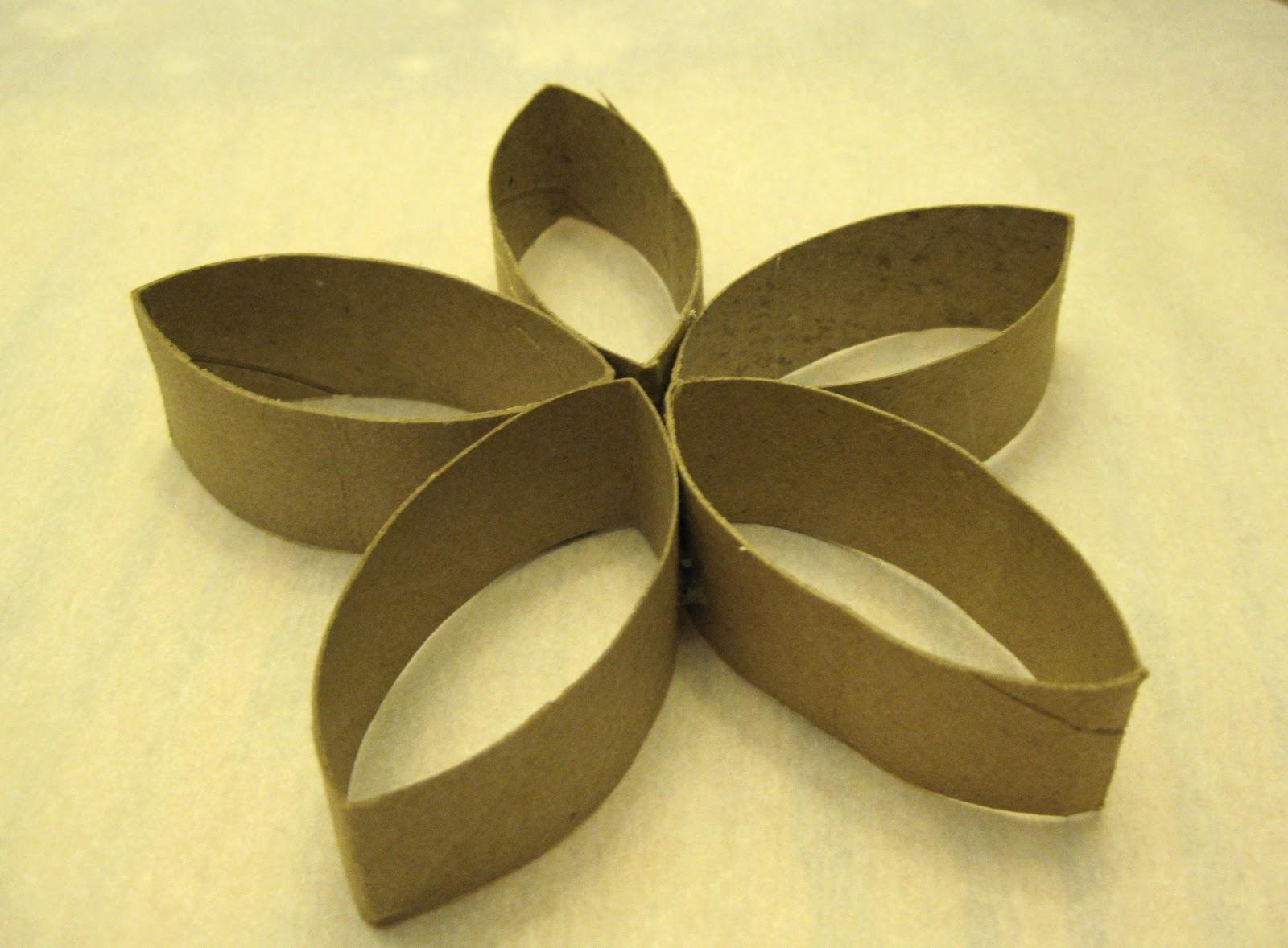 Sarah jane 39 s craft blog cardboard tube christmas wreath for Cardboard tube flowers