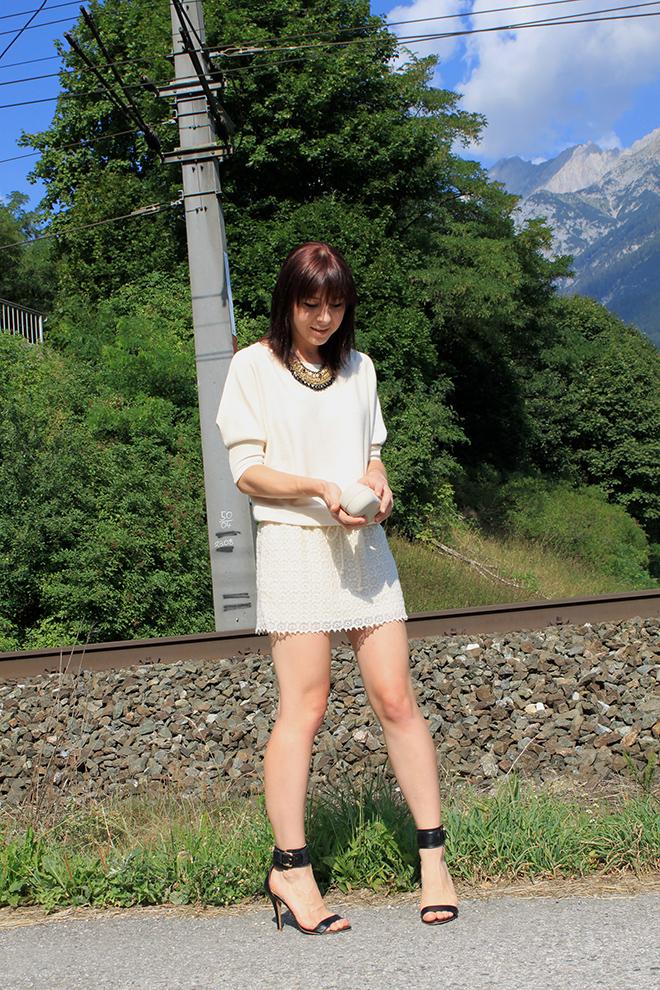 outfit_trend_zara_kleid_beige_spitze_statement_mango_bondageheels