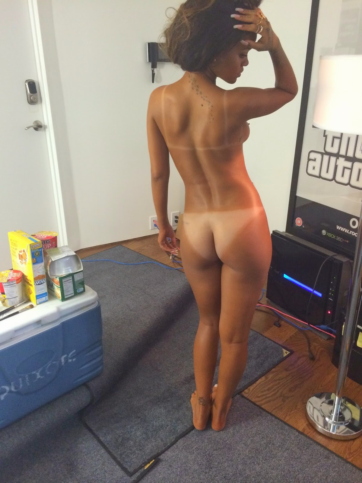 Rihanna gets naked