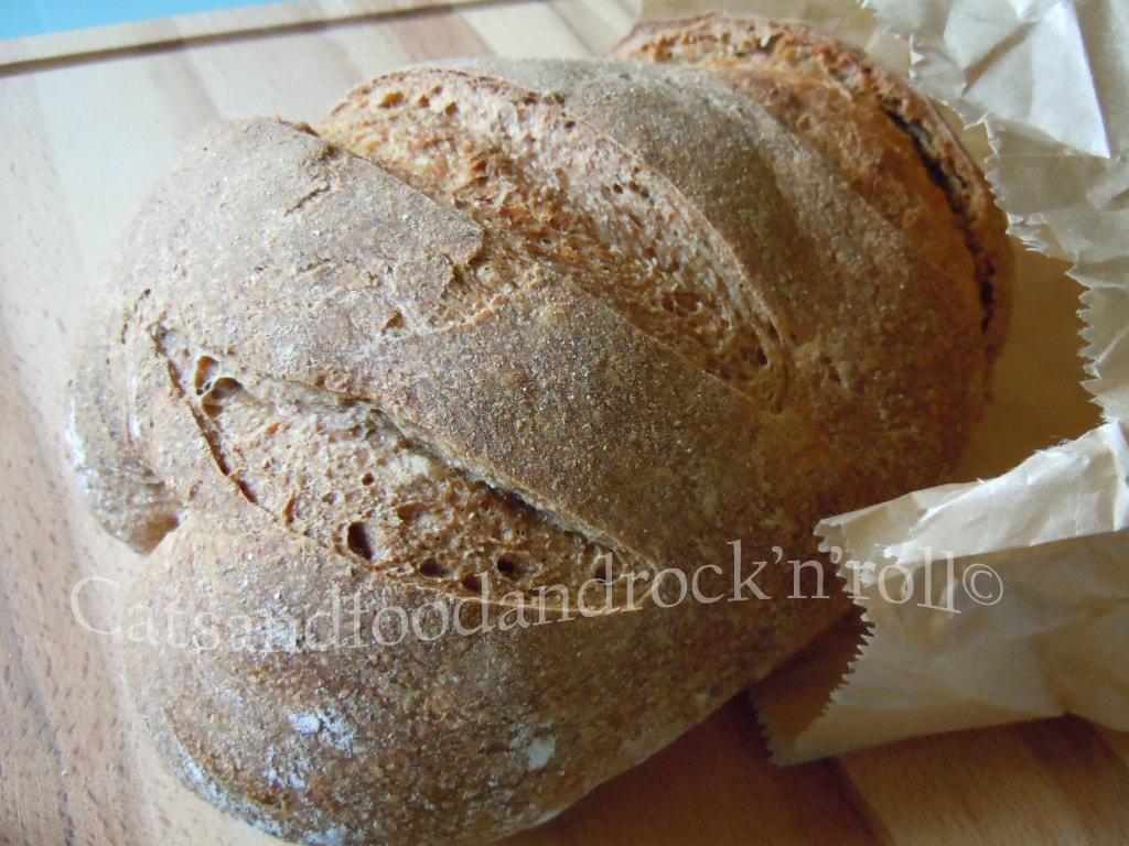 pane integrale di solina con le patate, a lievitazione naturale. il pane della majella madre.