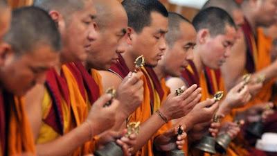 2.566 monjes budistas en refugios temporales