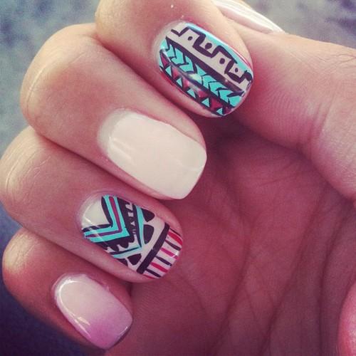 ... te enseñará a crear uñas decoradas . Ideal para principiantes