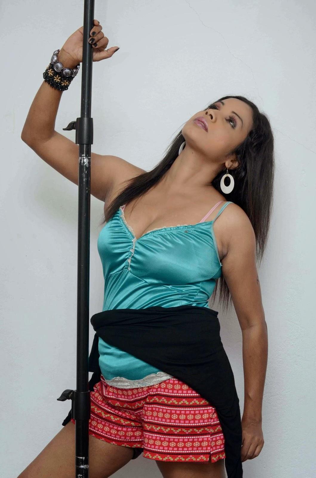 Manjula Sajeewani sexy pose