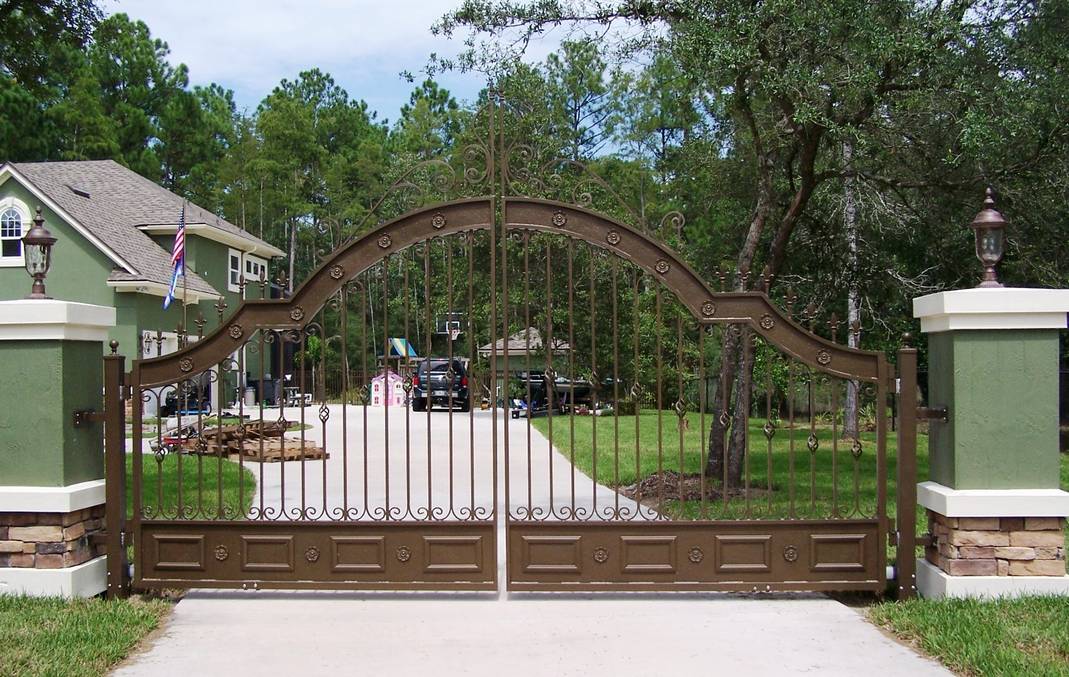 Amazing Custom Driveway Gates Designs 1551 x 982 · 594 kB · jpeg