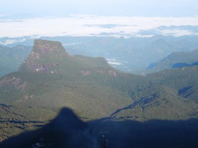 Пик Адама, Шри-Ланка - тень на рассвете